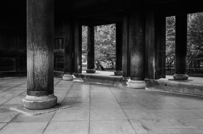 南禅寺、Nanzen-ji, Kyoto Temple Gate Wabi Sabi Wood Column Stone Trees A. Henry Rose UTSOA University of Texas Austin School of Architecture Japan Japanese 35mm Film Photography 日本